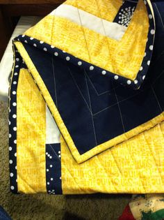 Mama Spark's World: Two Color Binding Tutorial, This is so easy its not funny Quilting For Beginners, Quilting Tips, Quilting Tutorials, Machine Quilting, Quilting Projects, Quilting Designs, Beginner Quilting, Diy Projects, Longarm Quilting