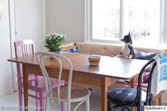 keittiö,ruokapöytä,ruokapöydän tuolit