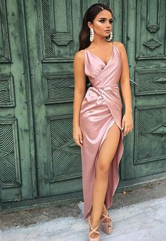 Pretty Dresses, Beautiful Dresses, Fashion Show Dresses, Bridesmaid Outfit, Prom Dresses, Formal Dresses, Classy Outfits, Girl Fashion, Wrap Dress