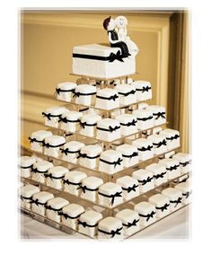 Unique Black and White Wedding Mini Cakes Tower!! I THINK I FOUND MY CAKE!!! I love this so much!!!!!!