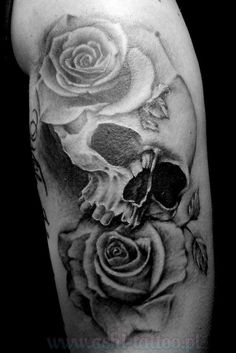 Upper Arm Skull And Red Roses Tattoos Tattoo Ideas
