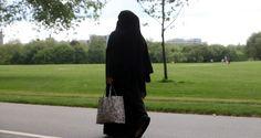 Frankreich würde es vormachen, ein Burka-Verbot wäre auch in Deutschland möglich, so Rupert Scholz. Auch die Umsetzung wäre ganz einfach, sie wird so wie jede andere Ordnungswidrigkeit mit Geldbußen geahndet und von der Polizei durchgeführt.