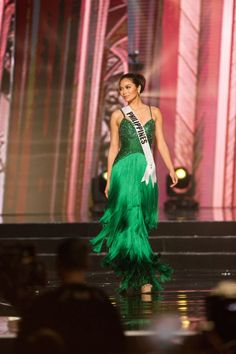 Miss Philippines-Maxine Medina evening Maxine Medina, Miss Universe Gowns, Miss Philippines, Filipina Beauty, Shades Of Gold, Pageant Gowns, Beauty Pageant, Beauty Queens, Evening Gowns