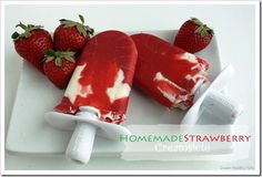 Homemade 2 ingredient strawberry creamsicles from Super Healthy Kids Just strawberry puree and Greek yogurt! Köstliche Desserts, Frozen Desserts, Frozen Treats, Real Food Recipes, Snack Recipes, Yummy Food, Tasty, Super Healthy Kids, Healthy Meals For Kids
