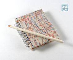 Libreta hecha a mano reciclando viejos patrones de costura de la revista «Neue Mode».