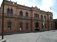 Palacio Alvarado - Hidalgo del Parral, Chihuahua, México Chihuahua Mexico, Best Cities, Nice City, Spanish, Louvre, Antiques, Building, Roots, Travel