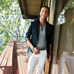 Bradley Cooper in a great clean look - blazer, shirt, and jeans by Tom Ford. Bradley Cooper, Fashion Mode, Look Fashion, Fashion Stores, Fashion Boots, Spring Fashion, Cheap Fashion, Womens Fashion, What To Wear Today