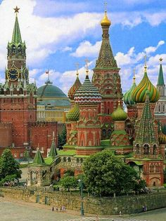 Russia, Moscow A view of the incredible St.Basil's cathedral from the rear. Has to be one of the most beautiful buildings I've ever seen. Beautiful Places In The World, Places Around The World, Oh The Places You'll Go, Wonderful Places, Places To Travel, Places To Visit, Around The Worlds, Ukraine, Saint Basile