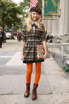 45 Stylish Preppy Style Fashions for Women 2019 - TrueClothes Orange Tights, Colored Tights, Preppy Fall Fashion, Autumn Fashion, Jenny Humphrey, Gossip Girl Fashion, Taylor Momsen, Preppy Style, Bunt