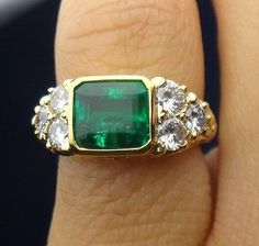 Vintage Jewelry 18 K Yellow Gold Ring With Diamonds And Emerald 3 to 4 Carat