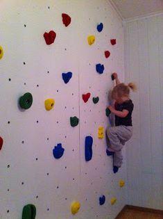 For en stund siden bestemte vi oss for at vi hadde lyst å lage klatrevegg på barnerommet. Storesøster er litt av en klatremus, og vi tenkte ...