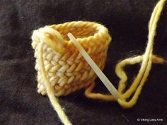 Nalbinding Oslo Stitch Tutorial on Viking Lady Aine at http://vikingladyaine.wordpress.com/2013/02/14/nalbinding-getting-started-with-the-oslo-stitch/