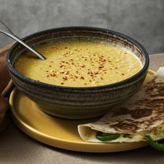 Lotta Lundgren - Mexikansk majssoppa med quesadillas | Coop Veggie Soup, Lunches And Dinners, Hummus, Vegan Recipes, Food And Drink, Veggies, Pudding, Vegetarian, Favorite Recipes