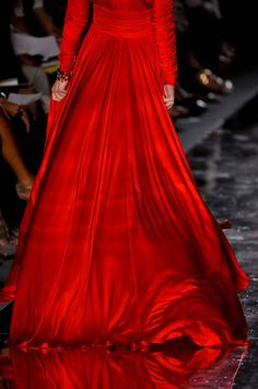 I'm all amazed blog. Beautiful red evening gown.
