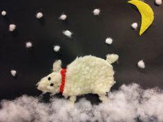Bilde laget av kartong, bomull, garn og stoff. Enkelt for barn på småskolen / barnehage.
