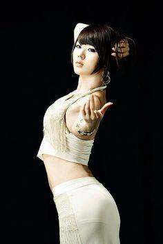 Sexy South Korean top model Hwang Mi Hee wallpapers 320x480 (07)