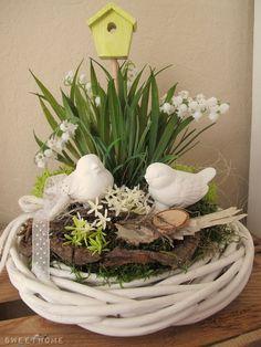♥ ~ ♥ Spring into Easter ♥ ~ ♥ Easter Flower Arrangements, Easter Flowers, Floral Arrangements, Easter Table, Easter Eggs, Deco Floral, Easter Wreaths, Summer Wreath, Spring Crafts
