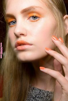 Coral will be a trend for nail art and make up.Pantone Colour of the Year 'Living Coral' - Make up Ideas For Jenny Buckland Coral Makeup, Orange Makeup, Diy Makeup, Beauty Makeup, Makeup Ideas, Trendy Nails 2019, Pantone, Fashion Show Makeup, Elegant Nail Art