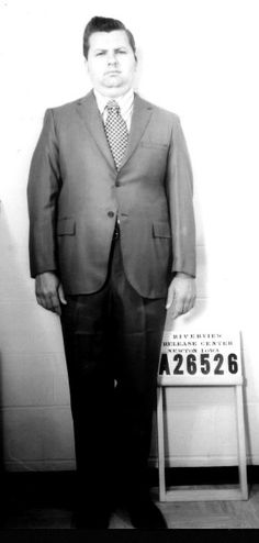 John Wayne Gacy was an American serial killer who murdered more than 30 young men between 1972 and 1978 in the Chicago area. Famous Serial Killers, John Wayne Gacy, Horrible Histories, Arte Horror, Work Looks, Criminal Minds, True Crime, Bad Boys, At Least