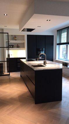 Kitchen Dinning, Home Decor Kitchen, Kitchen Interior, Home Interior Design, Minimal Kitchen Design, Retro Kitchen Appliances, House Extension Plans, Kitchen Styling, Kitchen Flooring