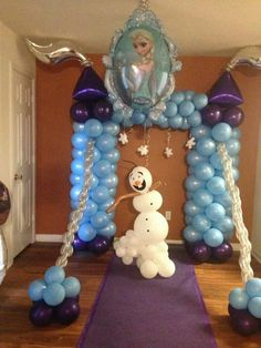 Frozen Frozen Balloon Decorations, Frozen Balloons, Balloons And More, Baloon Decor, Frozen Theme Party, Frozen Birthday Party, Balloon Arrangements, Girl Birthday Themes, Balloon Arch
