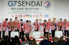 Participants of the G7 finance ministers and central bankers meeting break open a ceremonial sake barrel during a welcome reception ahead of the kickoff of the meeting  in Sendai, Miyagi prefecture, Japan, in this photo taken by Kyodo May 19, 2016.  Mandatory credit Kyodo/via REUTERS