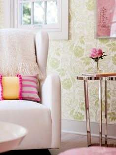 I love this romantic flowering wallpaper in a sophisticated color scheme.