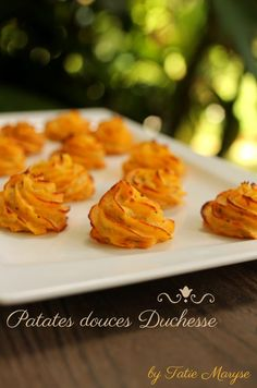 With these Duchess sweet potatoes, your plates will immediately have a classy and sparkling look! A colorful Creole recipe signed Tatie Maryse! Unique Recipes, Vegan Recipes Easy, Healthy Dinner Recipes, Breakfast Recipes, Creole Recipes, Healthy Drinks, Love Food, Dessert, Sweet Potato