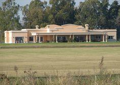 Fredi Llosa y Arquinova Casas - Casa estilo Clásico Campo Argentino / Arquitectos - PortaldeArquitectos.com