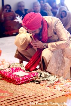 #knotsandhearts | indian-wedding-ceremony-bride-groom-traditional-customs Indian Wedding Ceremony, Indian Wedding Photos, Punjabi Wedding, Wedding Rituals, Custom Photo, Designer Wear, Bride Groom, Bookmarks, Relationship Goals