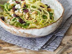 Kohlrabi-Apfelspiralen-Salat mit Ziegenkäse und Cranberrys