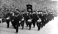 Tweka muziekcorps tijdens de voetbalwedstrijd tussen Nederland en België in 1932.