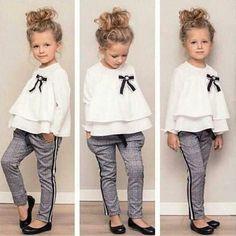 Mädchen Rüschenhemd & Hose Set – Loretta Cornell – Join in the world of pin Kids Outfits Girls, Toddler Outfits, Toddler Fashion, Fashion Kids, Kids Girls, Baby Girls, Spring Fashion, Style Fashion, Babies Fashion
