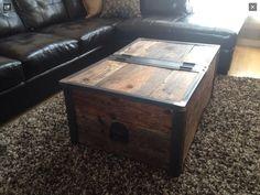 Table à café et coffre en bois de grange recyclé. Fait à la main Decoration, Sweet Home, Creations, Wood, Pins, Inspiration, Furniture, Home Decor, Woodland Living Room