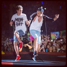 Niall Horan and Liam Payne i love Nialls shirt! I hate it when people ask do you like One Direction. I reply with NO i LOVE them DUH Liam James, James Horan, Greg Horan, One Direction Pictures, I Love One Direction, Zayn Malik, Niall Horan, Boys Who, My Boys