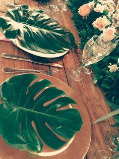 Wedding Green & Gold ideas #destinationwedding #green #organic #Tablesetup #goldplate #dreamsandscancun