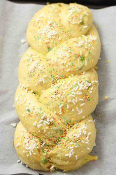 Italian Easter Bread, Russian Cakes, Tasty Bread Recipe, Cake Carrier, Ganache Recipe, American Cake, Plum Cake, Pan Dulce, Cake Mix Cookies