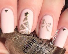 Christmas Nails : Festive nails design you want to try that is super fun. Cute nail art design that is stunning and on fleek Elegant Nails, Stylish Nails, Trendy Nails, Cute Nails, Christmas Gel Nails, Holiday Nails, Shellac Nails, Acrylic Nails, Gel Nails At Home