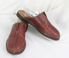 7e0f015e9eae Nice LL Bean Brown Leather Clogs size 10 Womens Slip on Shoes.