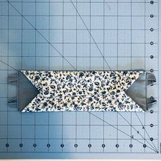 Alana Lee Designs ~ Custom Photo Products with Personality: How to Make a 3D Origami Fabric Face Mask Fabric Origami, 3d Origami, Easy Face Masks, Diy Face Mask, Sewing Patterns Free, Sewing Tutorials, Mascara 3d, Sewing Machine Thread, Small Sewing Projects