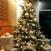 goldchristmastreebusinessdecorating-jpeg