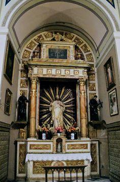 Capilla del Sagrado Corazón de Jesús. Estilo neobarroco, con imagen moderna de Jesús