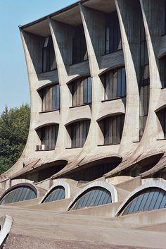 Technical College, Busto Arsizio, Italy, Enrico Castiglioni/Carlo Fontana, 1963. Photo by Paolo Mottadelli