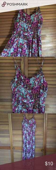 Forever 21 floral maxi dress Beautiful long flower dress! Light weight, fresh and very comfortable making it easy to be wear for many different occasions! Forever 21 Dresses Maxi