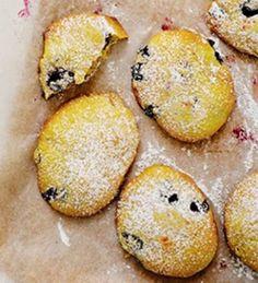 Mustikka-valkosuklaacookies | Makea leivonta | Kodin Kuvalehti Muffin, Goodies, Baking, Breakfast, Recipes, Food, Kitchen, Sweet Like Candy, Morning Coffee