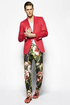 De bloemenprint schijnt het volgend jaar helemaal te gaan worden voor mannen. Tom Ford doet volop mee. Wat vind jij? http://www.manners.nl/tom-ford-zet-vol-in-op-de-trends/