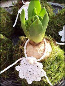 Halloj! Här har det verkligen varit två fina dagar. Då är det en fröjd att stå ute och arbeta! Har pimpat lite Hyacinter som ska... Rope Decor, Crochet Rope, Winter Wonderland, Advent, Xmas, Easter, Creative, Plants, How To Make