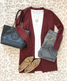 OOTD NOV 8 2019 Today's outfit of the day is this cardigan outfit fro. - Outfits for Work - OOTD NOV 8 2019 Today's outfit of the day is this cardigan outfit fro. Cardigan Outfits, Casual Outfits, Black Outfits, Outfit Jeans, Booties Outfit, Casual Dresses, Fall Winter Outfits, Autumn Winter Fashion, Looks Style