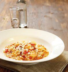 Μια από τις πιο γευστικές συνταγές για ριζότο, που ταιριάζει πολύ στα καλοκαιρινά τραπέζια και συνοδεύεται ιδανικά με ένα ποτήρι δροσερό λευκό κρασί. Rice Recipes, Healthy Recipes, Healthy Food, Shrimp Risotto, Fried Rice, Macaroni And Cheese, Salmon, Seafood, Food Porn
