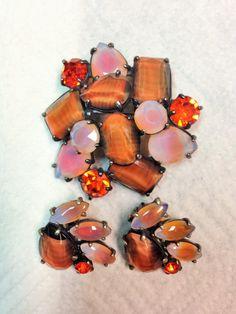 RARE SCHIAPARELLI BROOCH & EARRINGS IN PINK & ORANGE ART GLASS. LOVE IT! OWN IT!